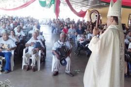 Lar São Vicente de Paulo celebra Natal para os idosos