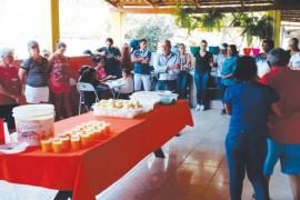Idosos do Lar São Vicente de Paulo de Formosa-GO participam de almoço festivo