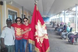 Bandeira do Divino Espírito Santo visita o Lar São Vicente de Paulo