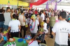 Lar São Vicente de Paulo realiza carnaval com os idosos